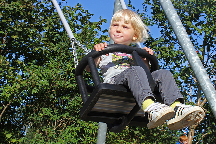 Toddler swing seat for outdoor use