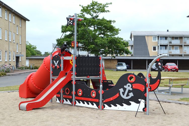 Pirate ship playhouse by Ledon